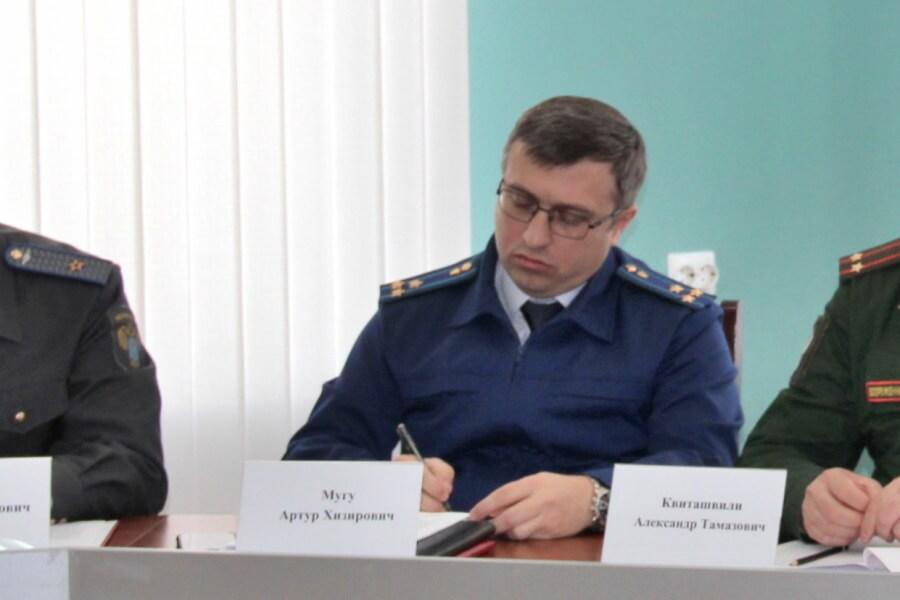 Брата певца Айдамира Мугу назначили районным прокурором Смоленска