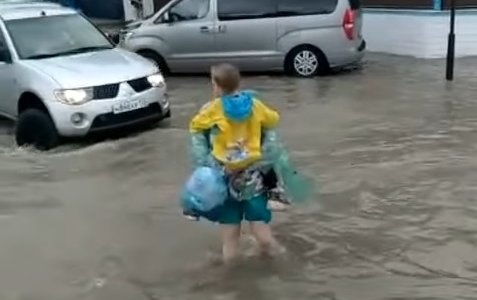 Улицы Анапы вновь затопило после сильного ливня