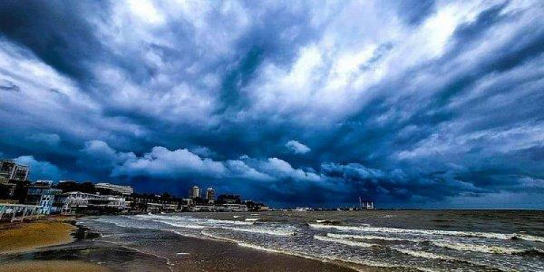 На Кубани из-за разгула стихии пострадала инфраструктура пляжей