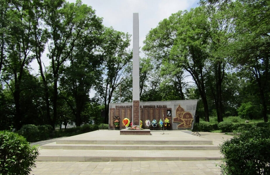 В Мостовском районе восстановили два воинских захоронения