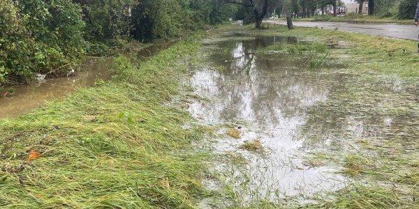 В Анапе продолжаются работы по откачке воды с Пионерского проспекта