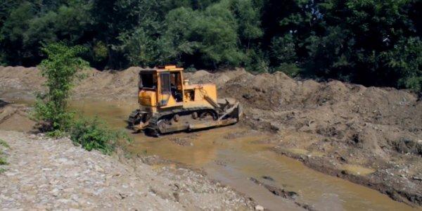 В Мостовском районе на расчистку русел рек Увариха и Губс выделили 25 млн рублей