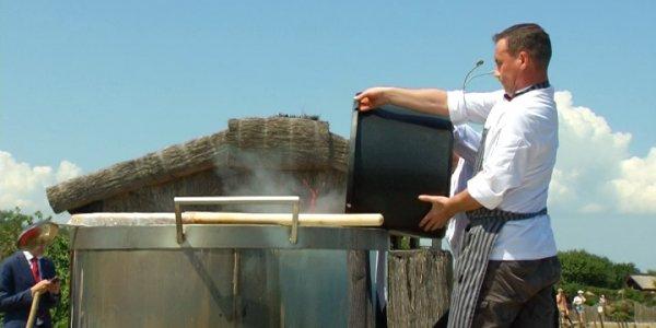 В «Атамани» приготовили больше тысячи литров кубанского борща
