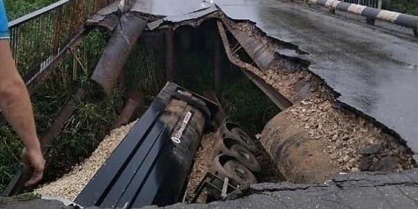 Житель Кубани на перегруженной фуре разрушил мост в Волгоградской области