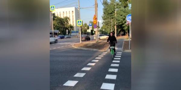 В Краснодаре по обеим сторонам улицы Северной обустроили велодорожки