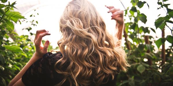 Эндокринолог рассказала, как восстановить волосы после COVID-19