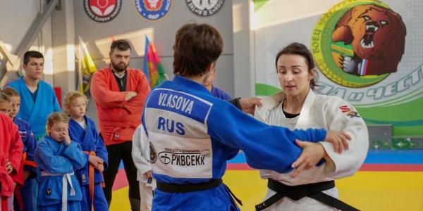 Спортсменка Ирина Заблудина провела мастер-класс по дзюдо в Усть-Лабинске