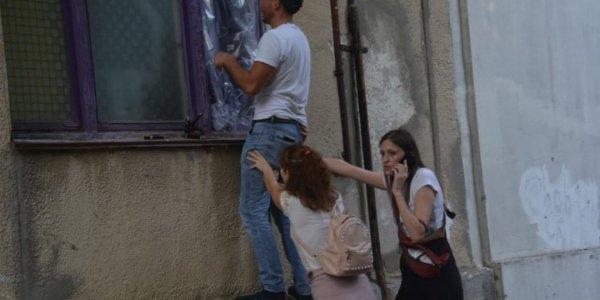 В Новороссийске хлопок баллончиков дихлофоса выбил три окна в квартире