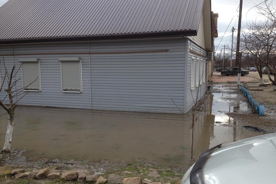 В Апшеронском районе после ливня остаются подтопленными 20 дворов
