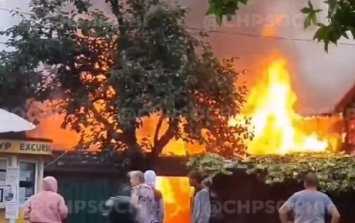 В Сочи полностью сгорел частный дом