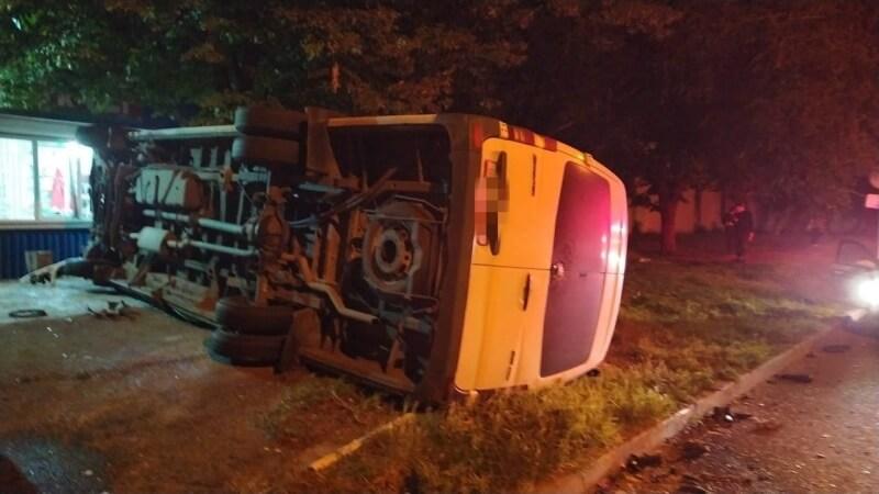 На Ставрополье перевернулся микроавтобус из Краснодара