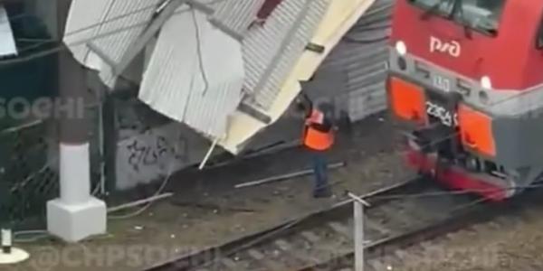 В Сочи восстановили движение поездов, прерванное из-за повреждения электросетей
