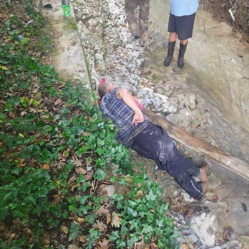 В Новороссийске мужчина упал в реку, ему потребовалась помощь спасателей