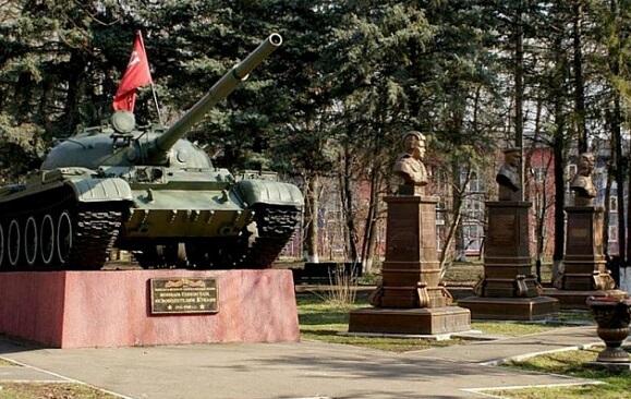 Перед Днем танкиста в Краснодаре открыли бюст Героя России Валерия Очеретного