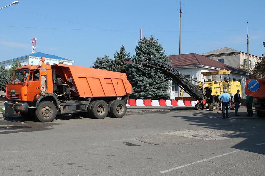 В станице Брюховецкой начали ремонтировать улицу Красную