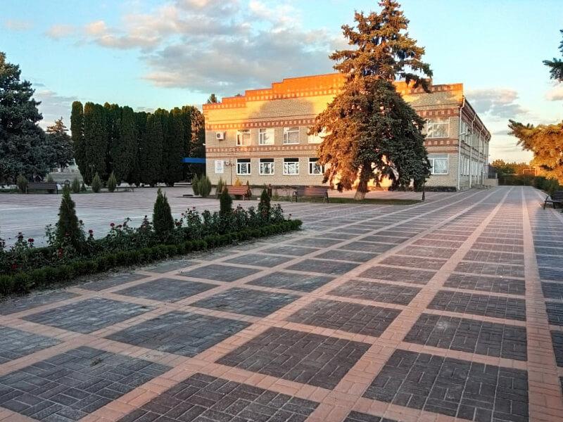 В Кавказском районе благоустроили площадь у поселкового дома культуры