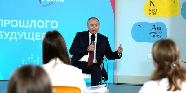 Владимир Путин: в интернете нельзя верить информационному мусору