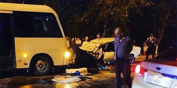 В Курганинске «шестерка» на встречке влетела в микроавтобус, погибли 2 человека