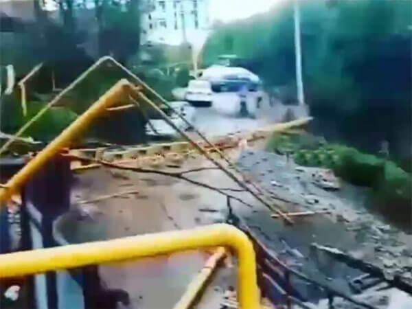 В Сочи упал строительный кран