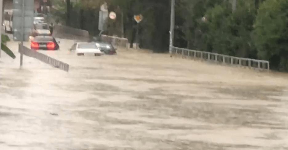В Сочи во время дождя подтопило участок федеральной трассы