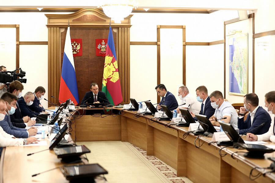 В Кореновском районе дорогу между двумя станицами восстановят к концу 2022 года