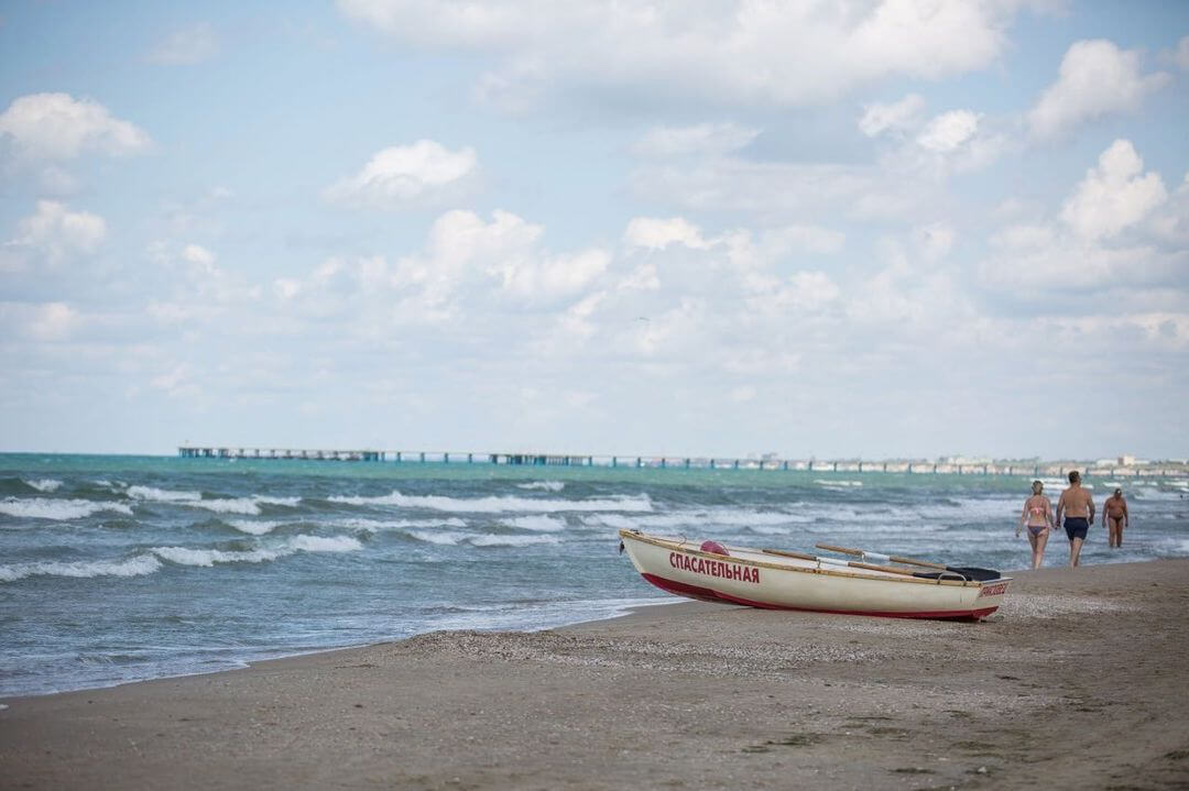 Роспотребнадзор разрешил купаться в море на всех пляжах Анапы
