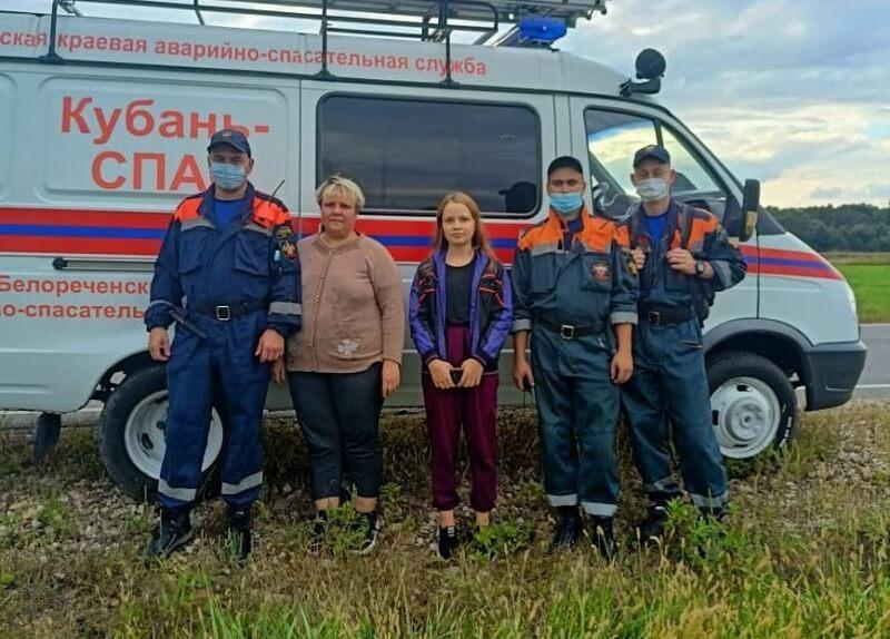 В Апшеронском районе семья с двумя детьми собирала кизил в лесу и заблудилась