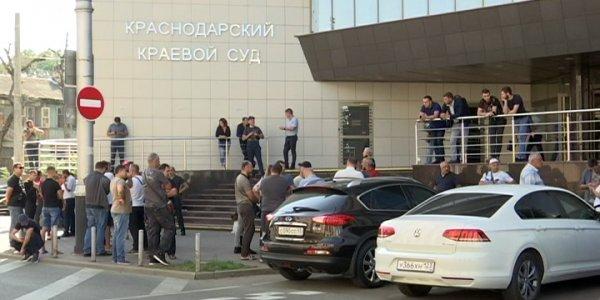 В Краснодаре прокурор края встретился с владельцами машин с армянскими номерами