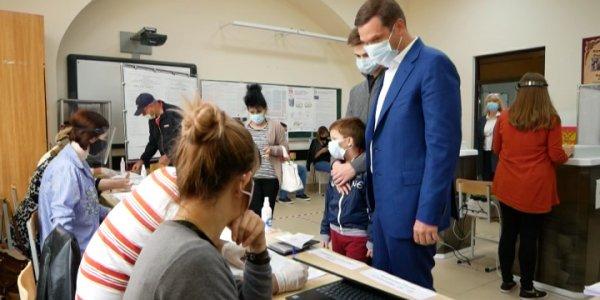 В Армавире проголосовал депутат ЗСК Андрей Дорошенко
