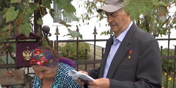 В Красноармейском районе к Герою Труда для голосования прибыла мобильная группа