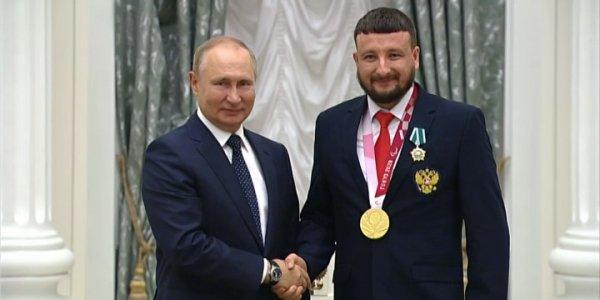 В Кремле наградили победителей Паралимпийских летних игр в Токио