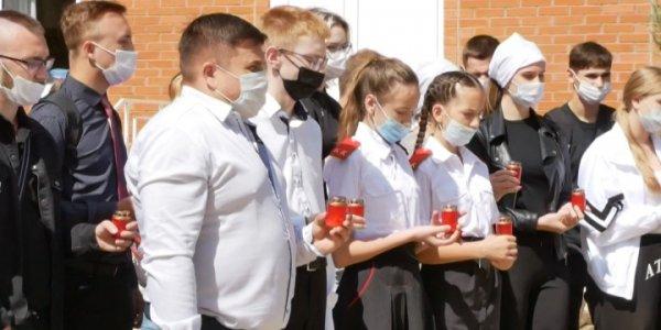 В Краснодаре перед собором Александра Невского прошла акция «Мы за мир»