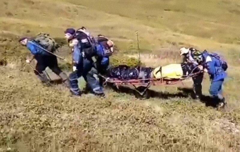 В Сочи спасатели спустили с горы тело туриста
