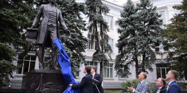 В центре Краснодара открыли памятник изобретателю телевидения Борису Розингу