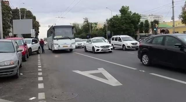 В Краснодаре на трех кварталах улицы Северной создадут выделенную полосу