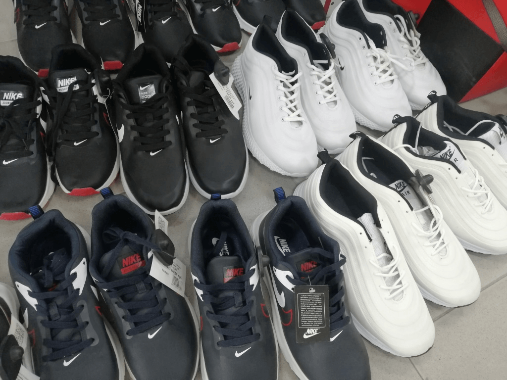 На Кубани в магазине нашли поддельные кроссовки Adidas и Nike на 500 тыс. рублей
