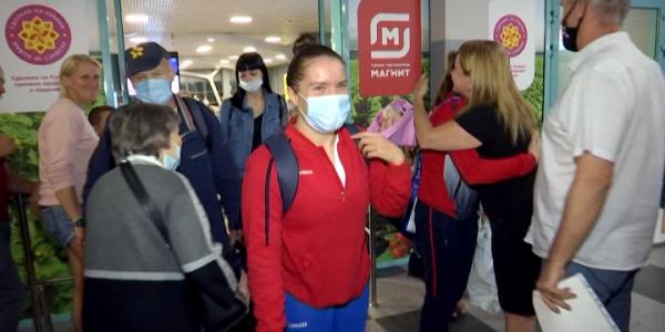 В аэропорту Краснодара встретили кубанских паралимпийцев, прилетевших из Токио