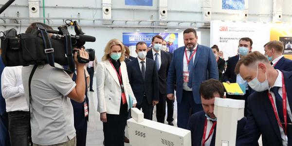 Голикова и Кондратьев посетили стенд Кубани на неделе труда в Сочи