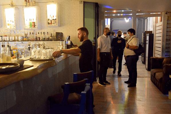 Ресторану и кафе в центре Сочи грозит штраф и закрытие за работу после полуночи