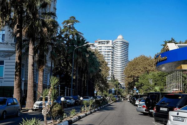 В центре Сочи планируют дополнительно создать 2 тыс. парковочных мест