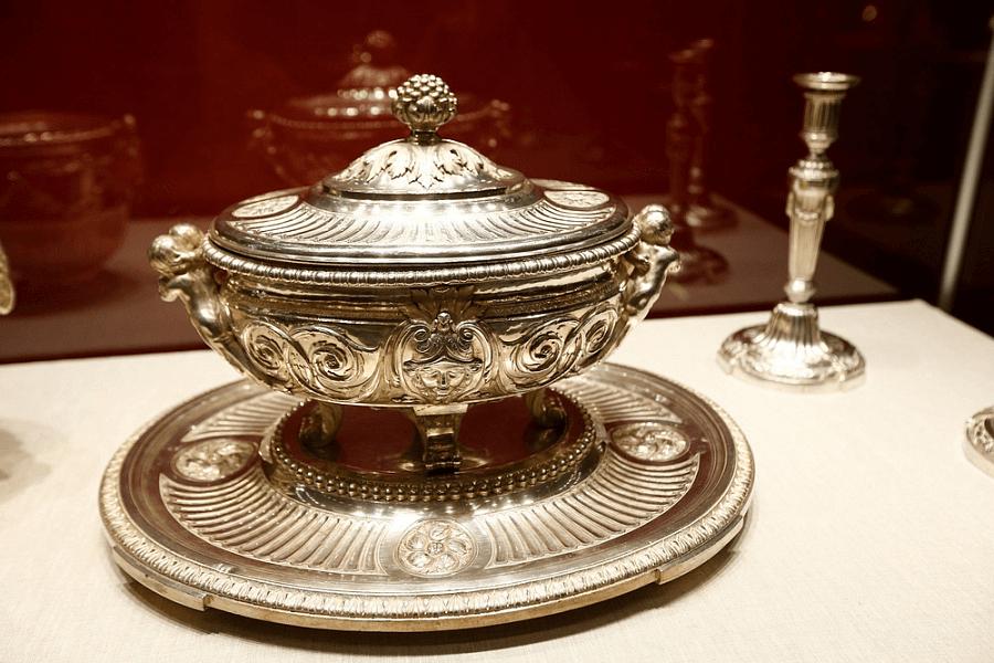 В Краснодаре открылась выставка придворного ювелирного искусства XVIII века