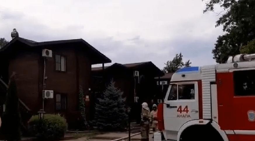 В Анапе во время пожара из сауны эвакуировали пять человек