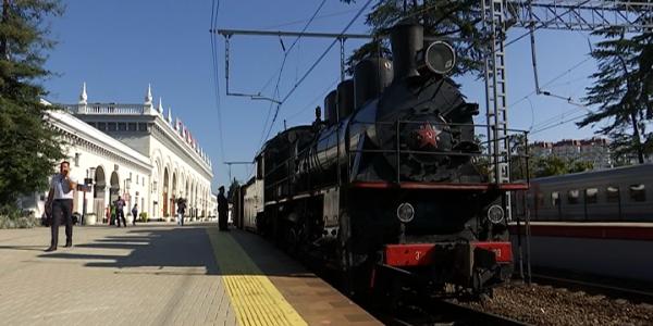 В Сочи прибыл ретропоезд на паровой тяге