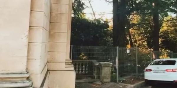 Санаторий им. Орджоникидзе в Сочи защитили от туристов дополнительным забором