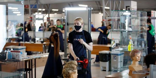 Кондратьев поздравил парикмахера из Сочи с победой на EuroSkills Graz 2021