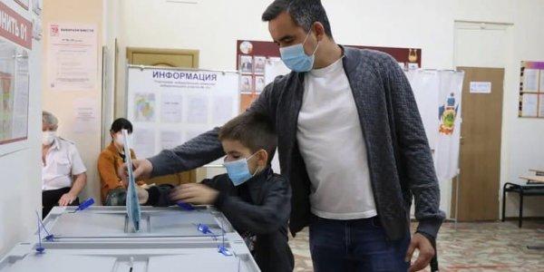 Вице-губернатор Кубани Александр Трембицкий проголосовал на участке в Кореновске