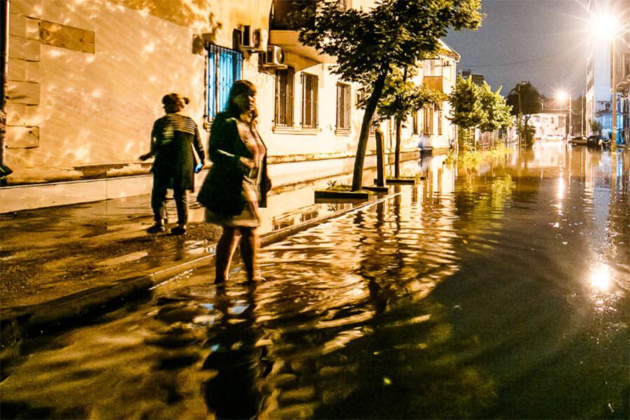 В Апшеронском районе из-за сильного дождя подтопило 16 дворов и 5 домов