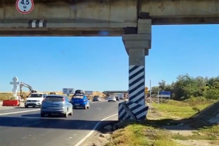 В МВД опровергли информацию о повреждении опоры ж/д моста в Анапе