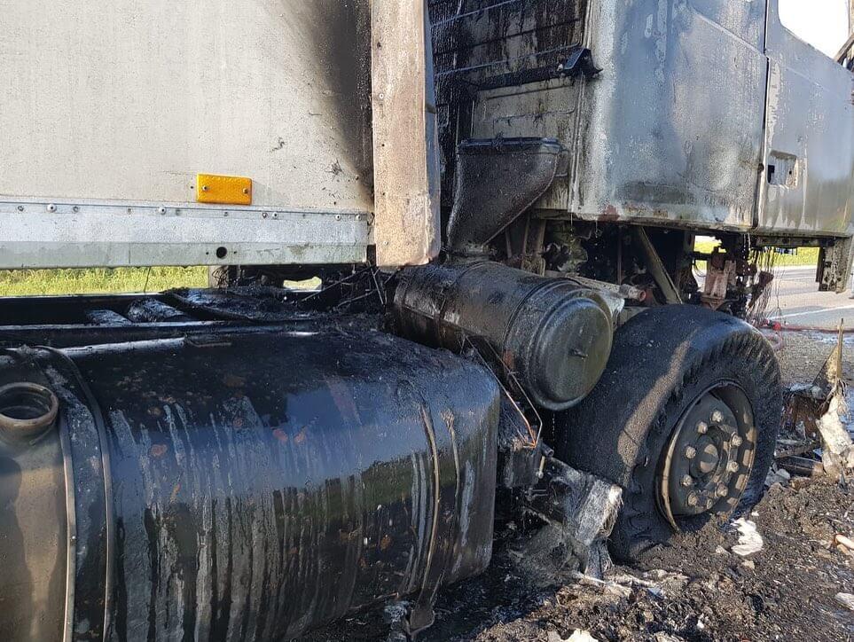 На дорогах Краснодарского края за сутки сгорели две фуры