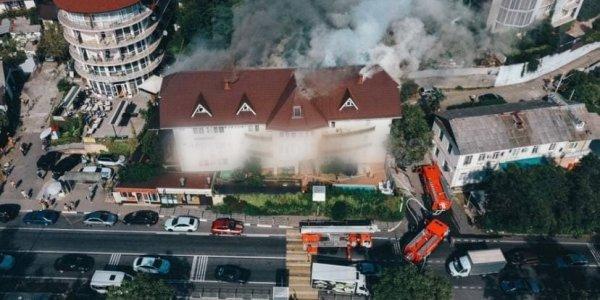 В Сочи загорелась гостиница «Приморская»